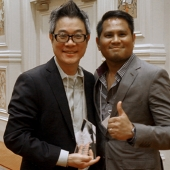 AAAZA and DirectTV took first place honors in the creative campaign of the year category. Pictured are Jay Kim, Managing Director, AAAZA and Carl Briones, The Filipino Channel.